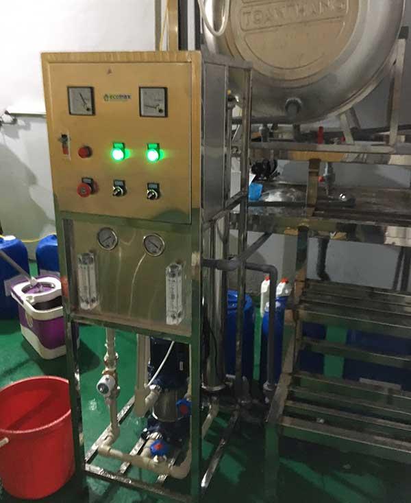 Dây chuyền sản xuất nước RO dùng pha sơn