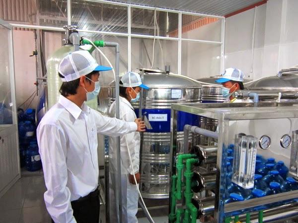 Giá dây chuyền sản xuất nước tinh khiết đóng bình là bao nhiêu